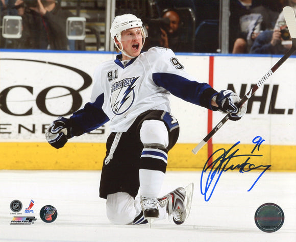 Steven Stamkos Autographed / Signed Celebrating 8x10 Photo (Frozen Pond)