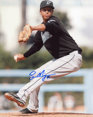 Leo Nunez Autographed 8x10 Photo