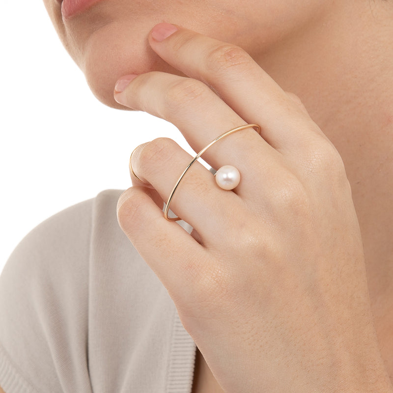 Double Finger Ring with Akoya Pearl