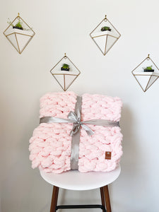 Chunky Knit Blanket in Pink