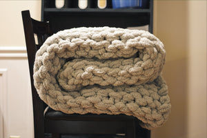 Chunky Knit Blanket in Light Gray