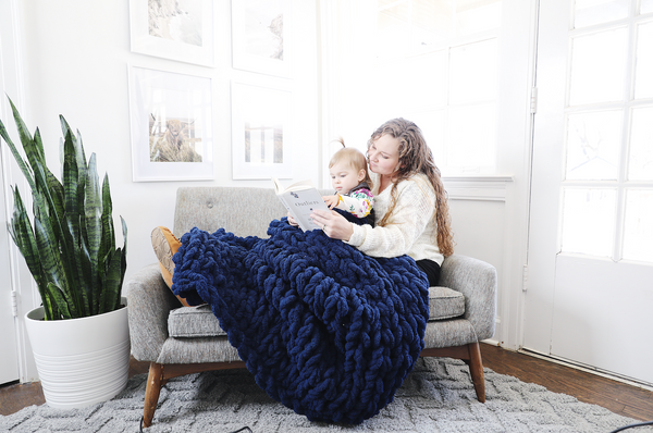 Chunky Knit Blanket in Navy