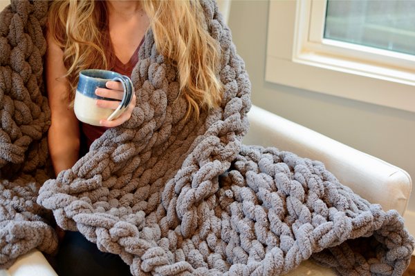 Chunky Knit Blanket in Dark Gray