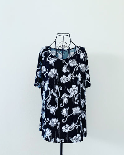 Preloved // PICKABERRY Black & White Floral Blouse // Best Suited To Sizes 20-22