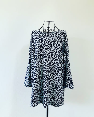 Preloved // Soft Leopard Print Sweater // Best Suited To Sizes 18 - 20