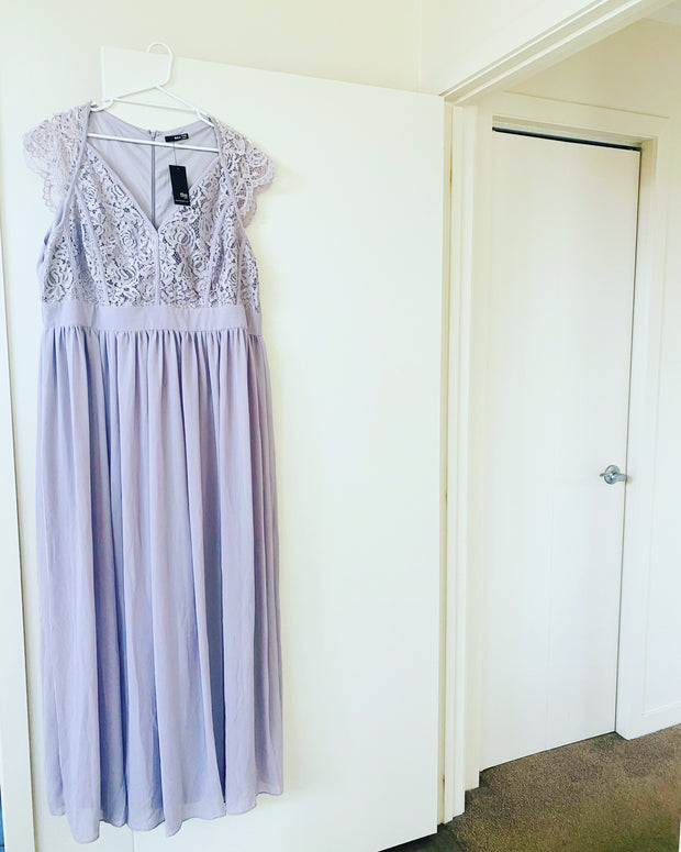 New // TFNC 'Scalloped Lace Top Dress - Lilac' // Size 20