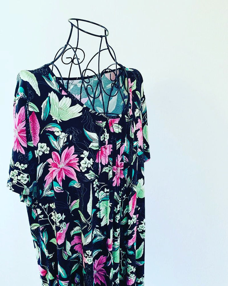 Preloved // ELLA J Black & Floral Blouse // Best Suited To A Size 20-22