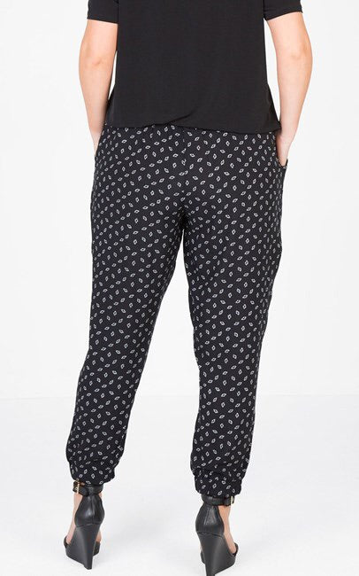 New // LOVE YOUR WARDROBE 'Dandelion Monotone Print Pull On Pant' // Size 18