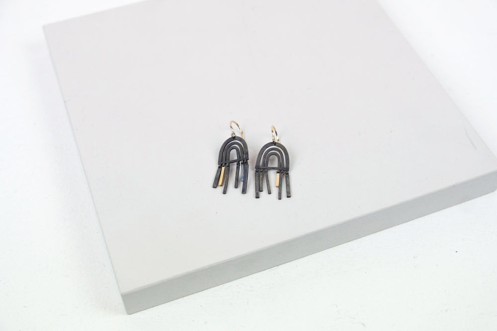 Shift Earrings Black