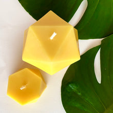 Load image into Gallery viewer, Beeswax 3D printed candle coconut and lime