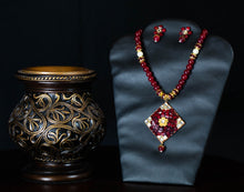 Load image into Gallery viewer, Deep Maroon Stone Necklace Set