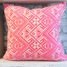 Load image into Gallery viewer, Nomade Pillow Pink