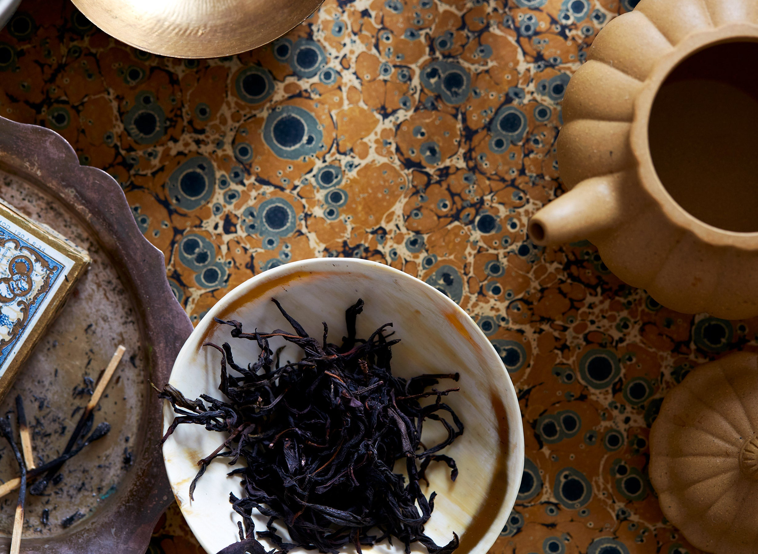 Shop premium loose leaf oolong tea at BELLOCQ. Our collection features a wide selection of organic oolong teas, grown in the high elevations of Taiwan and Fujian China.