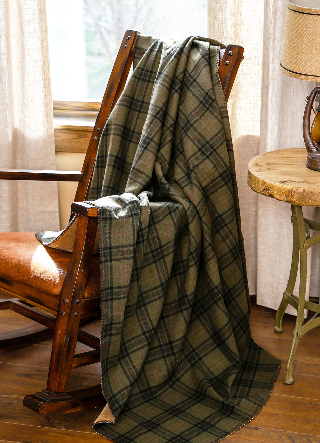 Cedar Hills Plaid Throw