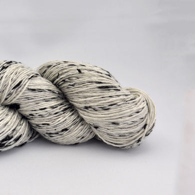 Elitespun Essentials 80/20 Wool/Black Large Neps (Fingering)