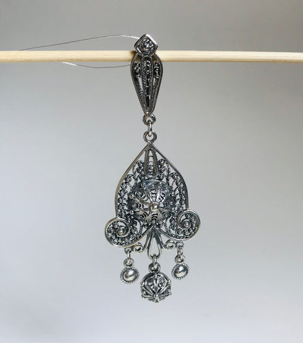 Silver filigree pedant with drops