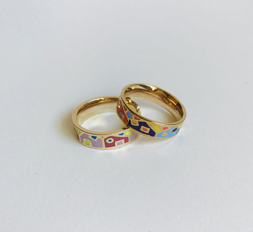 Narrow enamel ring with houses pattern