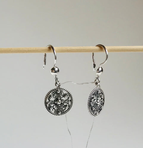Silver filigree round earrings