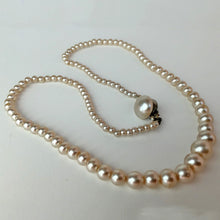 Load image into Gallery viewer, Vintage artificial pearl necklace