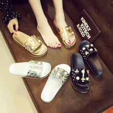 Fashion Little Bee Rivet Sequins Non-Slip Beach Sandals