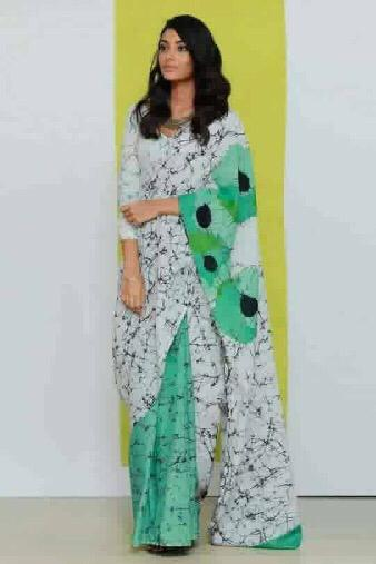 Green White Batik Printed Mulmul Cotton Saree With Blouse Piece - Praneeli