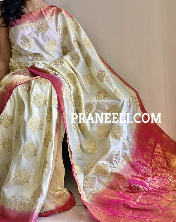 Off White Red Soft Silk Saree With Rich Pallu & Blouse Piece