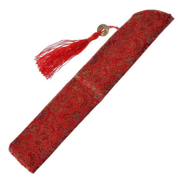 Etui de protection en soie rouge