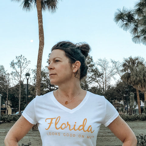 Woman in Florida Looks Good on Me t-shirt with arms akimo