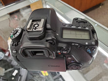 Load image into Gallery viewer, Canon 80D DSLR 24.2MP, 1080P Video, 7FPS - Used Condition: 9/10 - 3 Months Warranty - Paramount Camera & Repair - Saskatoon Canada Used Cameras Used Lenses Batteries Grips Chargers Studio
