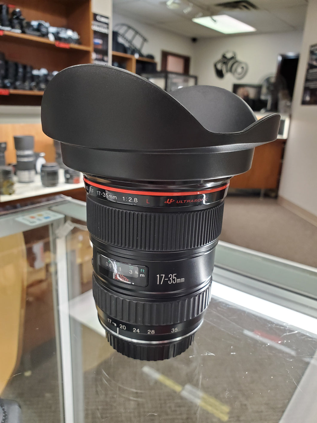 Canon EF 17-35mm F/2.8 L USM Lens - Pro Full Frame - Condition 10/10 - Paramount Camera & Repair - Saskatoon Canada Used Cameras Used Lenses Batteries Grips Chargers Studio