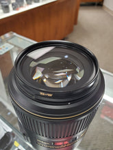 Load image into Gallery viewer, Nikon 105mm f/2.8G IF-ED AF-S VR Micro Lens - Full Frame