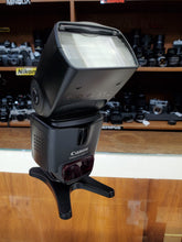 Load image into Gallery viewer, Canon 430EX II Speedlite Flash - Excellent Condition 9/10