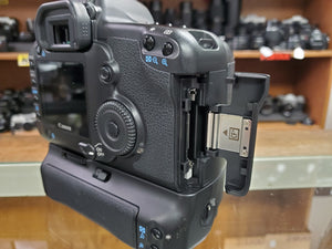 Canon 5D, 12.8MP, 4 batteries, Canon Grip, 3 Months Warranty, Used Condition: 9.5/10