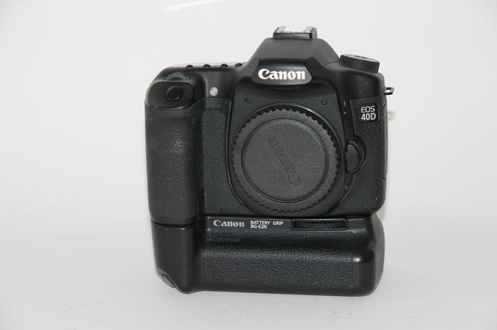 Canon EOS 40D DSLR 10.1MP Camera w/Canon Grip & 2 Batteries - Used Condition: 9.8/10 - Paramount Camera & Repair - Saskatoon Canada Used Cameras Used Lenses Batteries Grips Chargers Studio