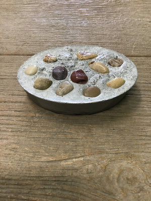 Small plain soap dish with stones