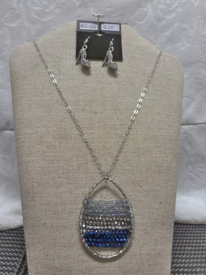 Teardrop Beaded Layered Necklace (blue/gray)