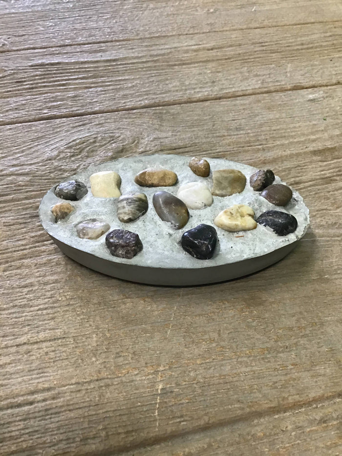 Plain soap dish with stones