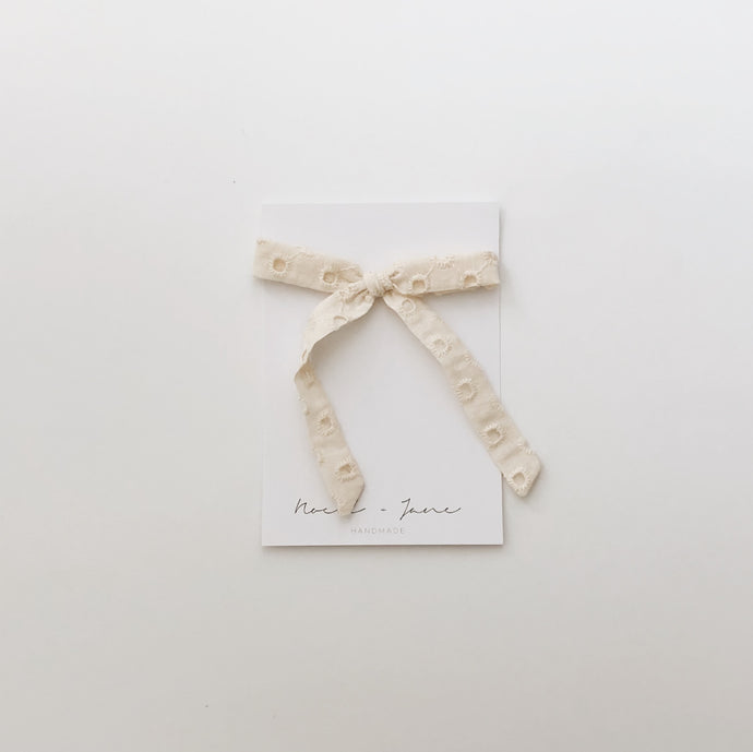 Thin ribbon - cream eyelet
