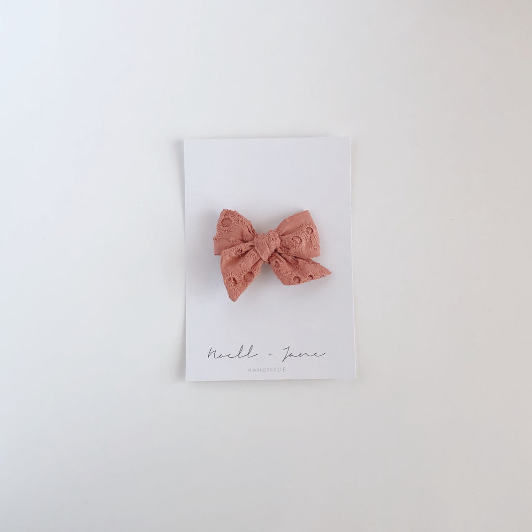 small pinwheel -  dusty pink eyelet