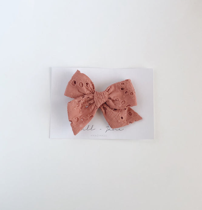 large pinwheel - dusty pink eyelet