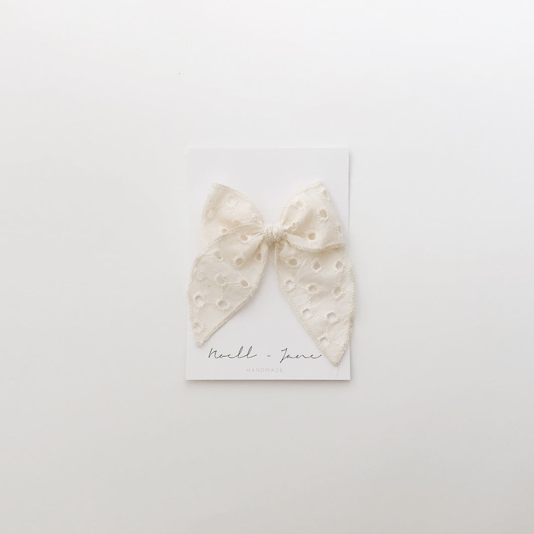 Sailor bow - cream eyelet