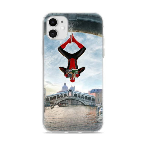photo vue de face de la coque iphone spiderman retourné