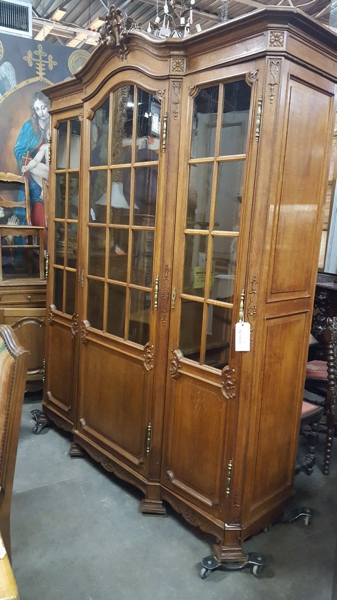LARGE FRENCH LIEGES STYLE OAK BOOKCASE OR DISPLAY
