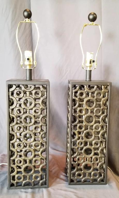 PAIR OF MODERN IRON LAMPS