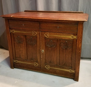 ARTS AND CRAFTS SERVER WITH BRASS HINGES