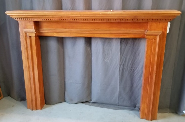 FIRE PLACE MANTLE WITH DENTAL MOLDING