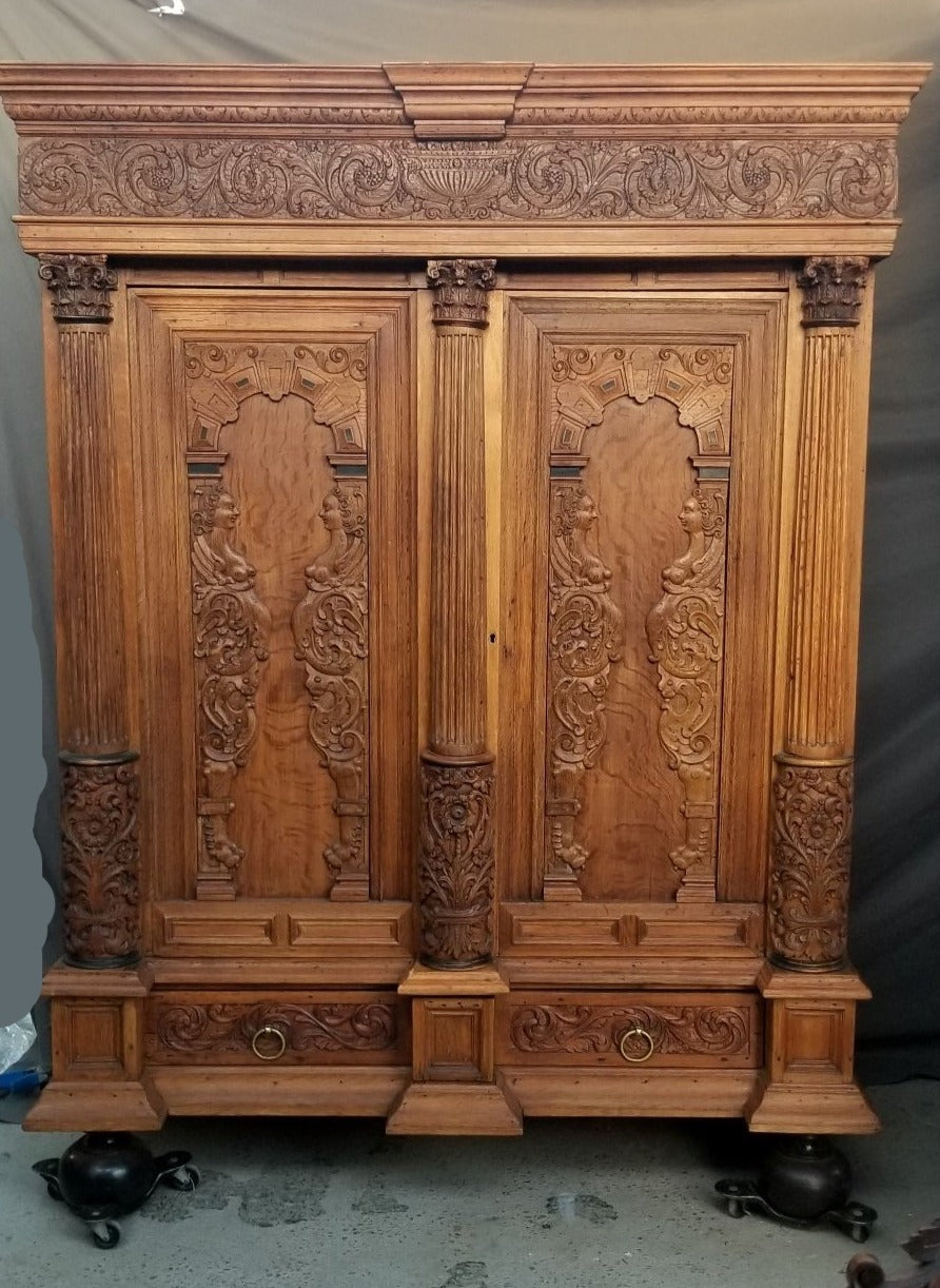 BEAUTIFUL EARLY DUTCH OAK KAS WARDROBE