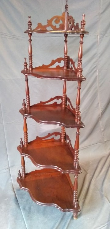AMERICAN EARLY 1900'S CORNER SHELF