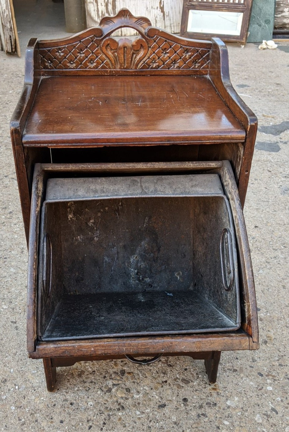 ENGLISH EDWARDIAN MAHOGANY COAL HOD