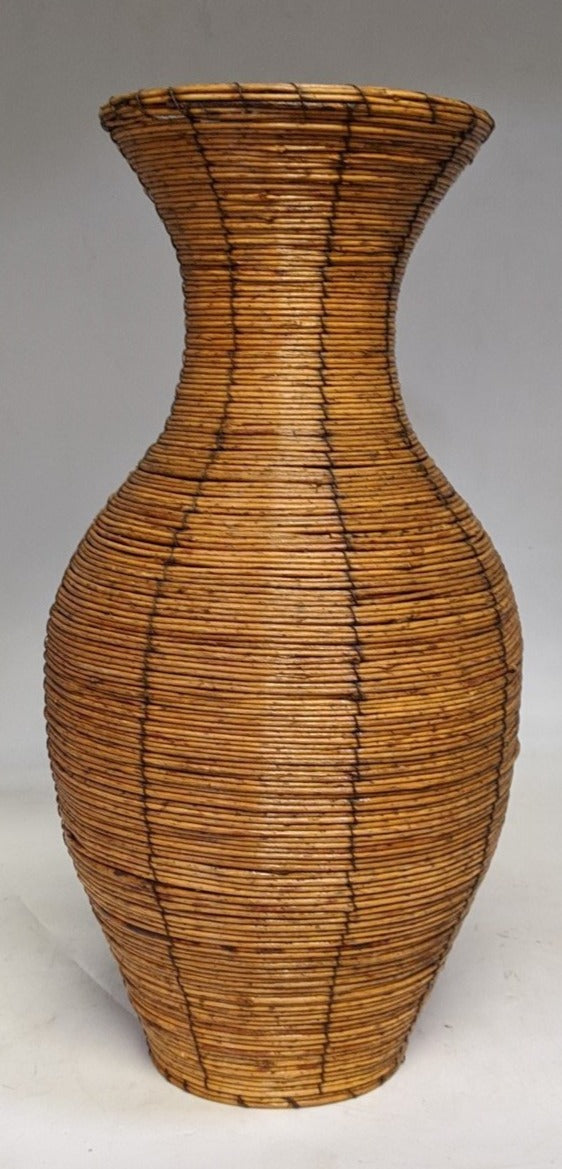 DECORATIVE REED CONTAINER
